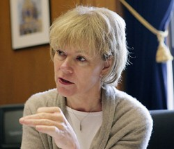Dayton taps chief of staff Tina Smith as re-election running mate