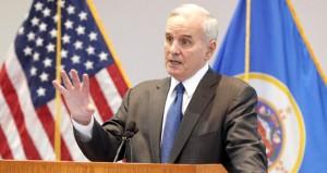 Dayton decries 'showmanship' over Syrian refugees